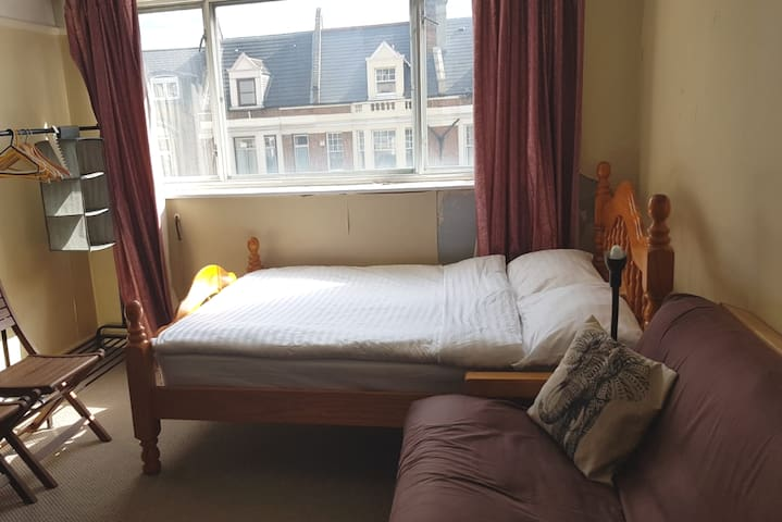 [RM2] Large room close to everything in Zone 2