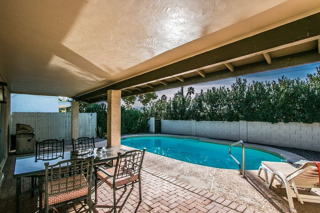 Pool, BBQ and outside dining