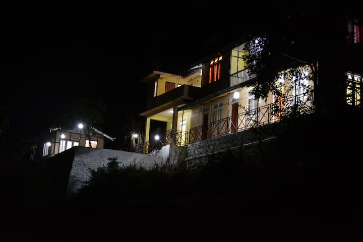 oak valley retreat heritage homestay - Pelling - Bed & Breakfast