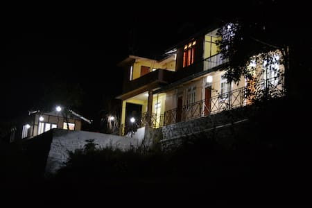 oak valley retreat heritage homestay - Pelling - Aamiaismajoitus