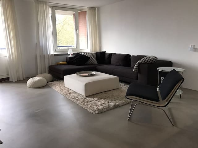Modern 4 person apartment in Amsterdam west