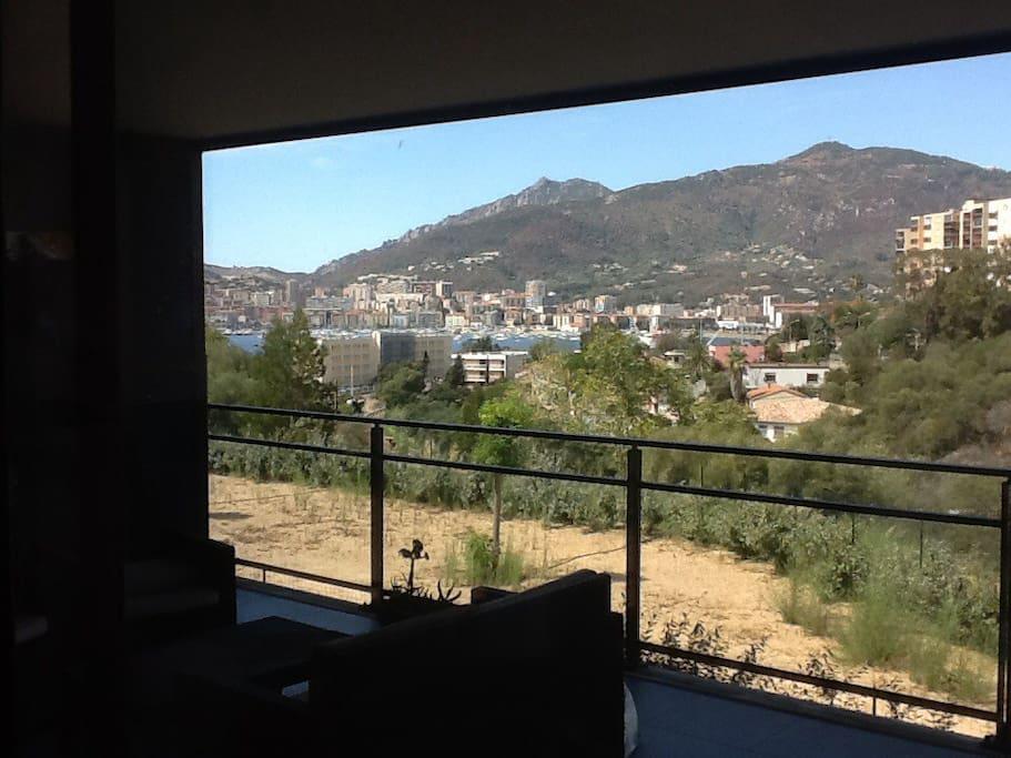 appartement f2 grande terrasse vue mer appartements en r sidence louer ajaccio corse france. Black Bedroom Furniture Sets. Home Design Ideas