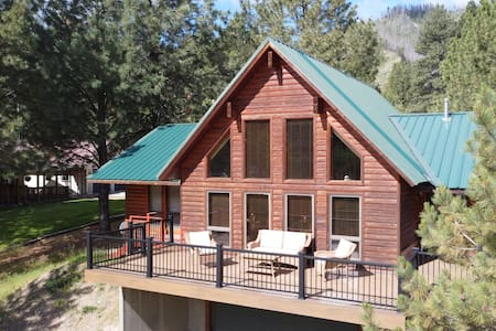 Riverfront Cabin for the Ultimate family getaway!