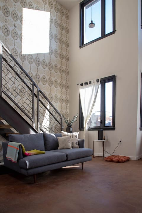 Center City 2 story Loft - Kestrel Building 3 mins to LOVE PARK, Broad st, EASY CONTACTLESS CHECK-IN.