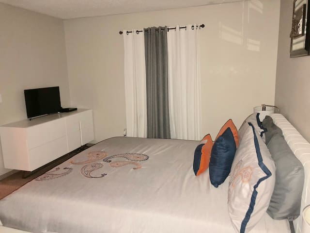 Private Room Close to Downtown Atlanta!
