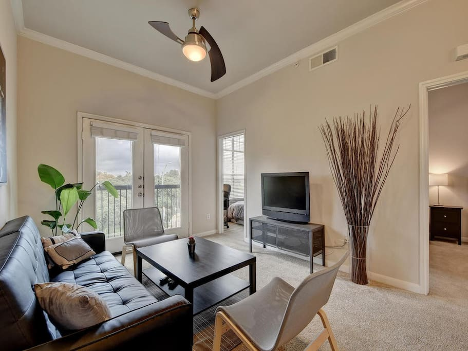 Great bright top floor unit with views and open floor plan!