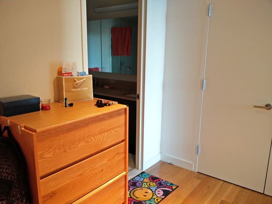 Room Entrance, Closet
