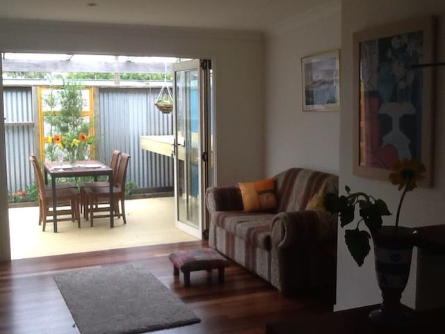 Private ,Ballina Island apartment . - Ballina