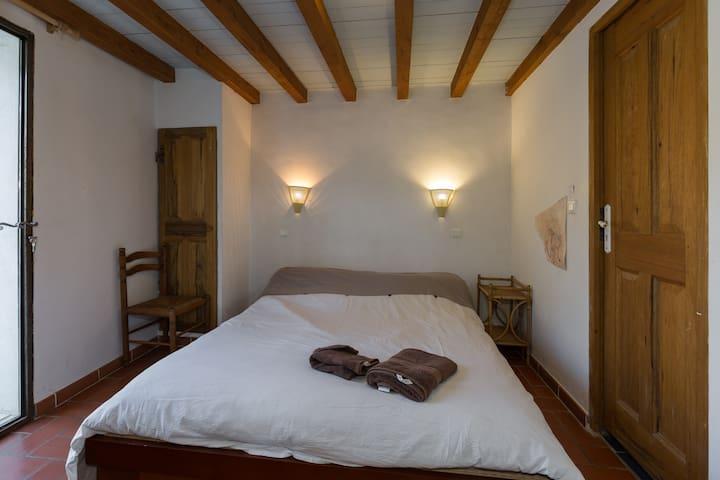 chambre indépendante sur terrasse - Saint-Martin-de-Castillon - Lägenhet