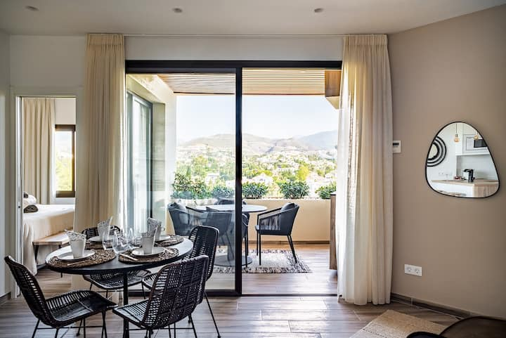 Fully renovated, stylish apartment in Marbella