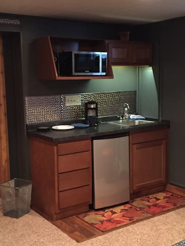 Newly remodeled kitchenette.