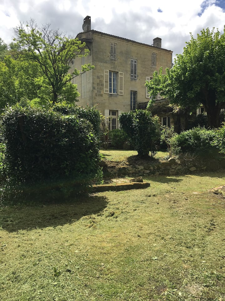 Maison de charme avec jardin  au coeur du village
