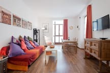 Salón comedor con balconada Living room with balcony