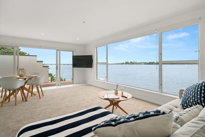 Waterfront Apart | with Balcony, Full Kitchen and Laundry