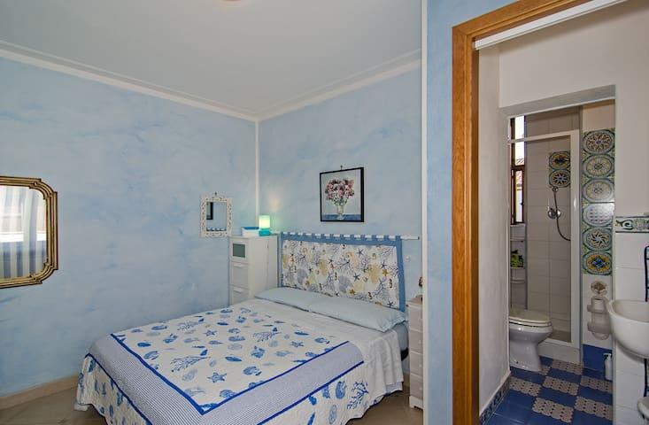 camera azzurra matrimoniale in b&b - Camaiore, Lido di Camaiore - Bed & Breakfast
