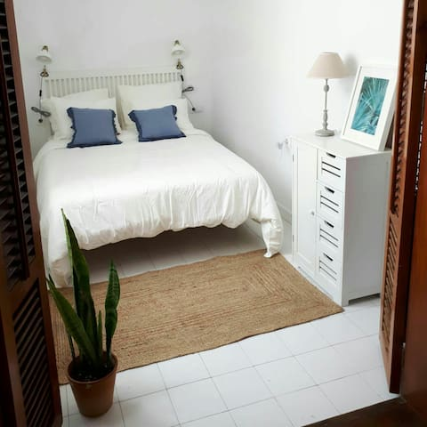 Apartamento en Puerto de la Duquesa - Málaga - Leilighet