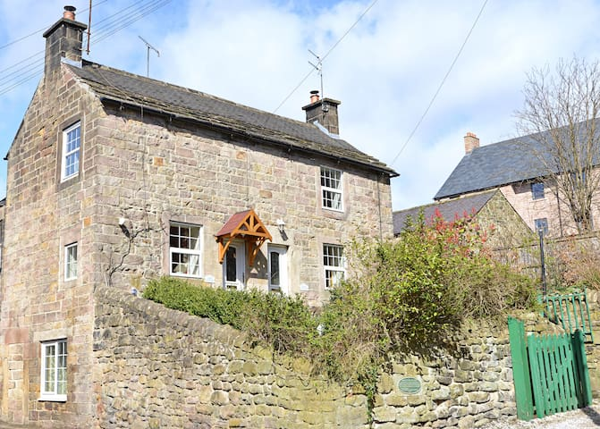 Historic and cosy 1740's Gate Cottage, in Matlock