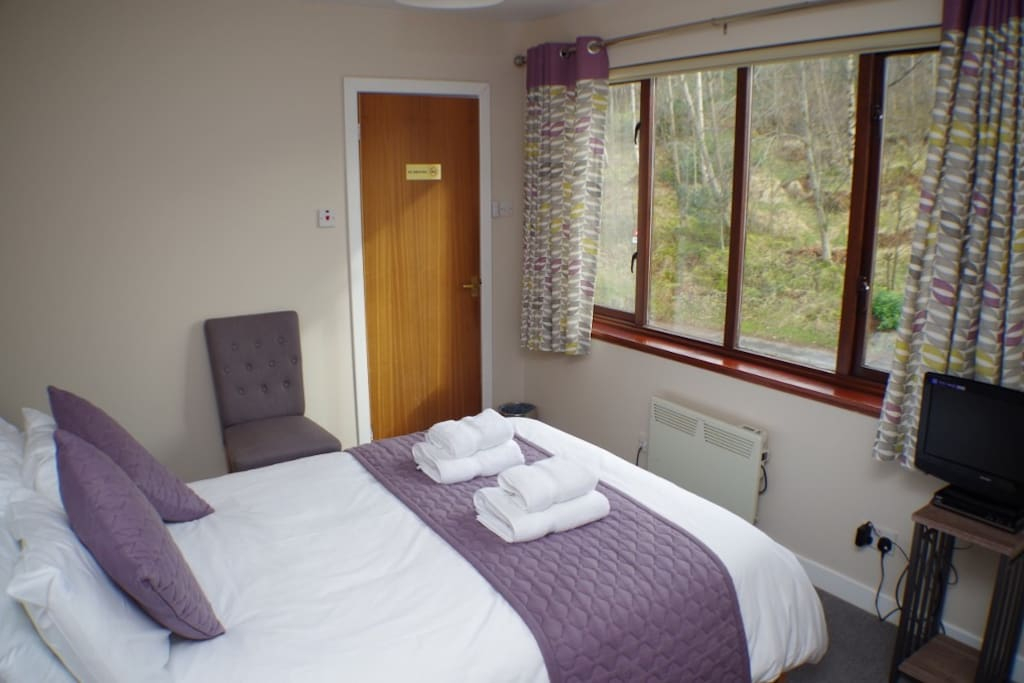 Double ensuite room completely refurbished in modern vintage style