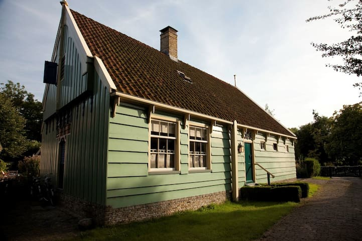 Unique country house just outside Amsterdam. - Broek in Waterland - Casa