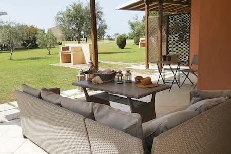 Ilios Summer Villa, Beachfront Summer-Home