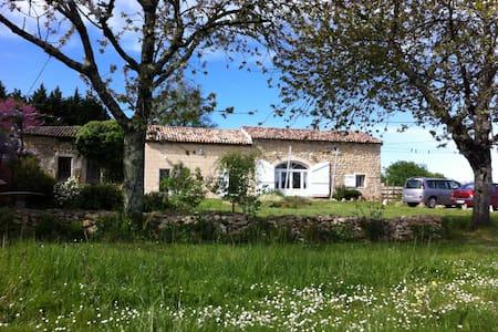 Maison très calme face au château et aux vignes. - Courpiac - Haus