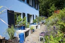 Banana Inn: Außenansicht Haus/ Eingangsbereich