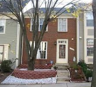 Room for Rent in Townhome - Germantown