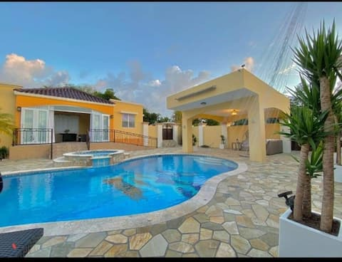 Romantic, Peaceful, Place w Private Pool & Jacuzzi