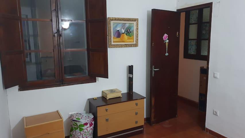 Habitacion doble grande en el centro de Palma