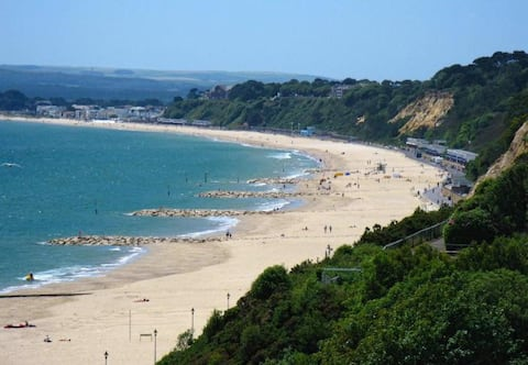 Seaside retreat with beach & sea views