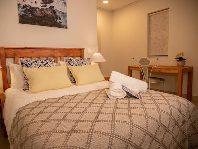 Mitra Mews Bright 4 Bedroom Apartment #4