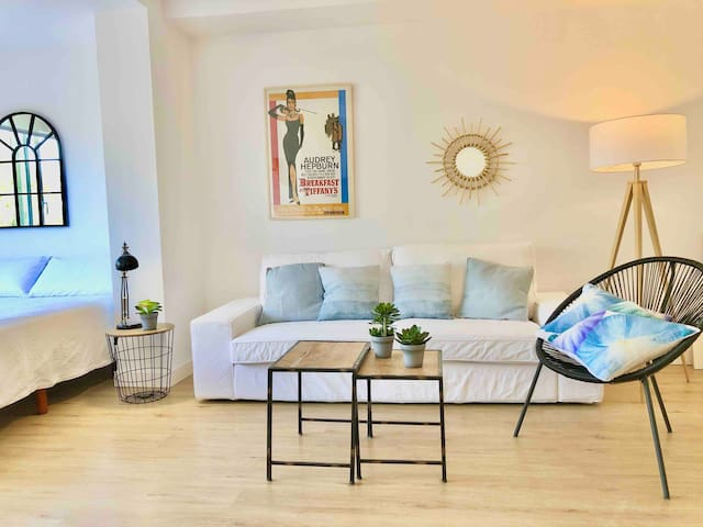 MARBELLA beachside apartment in  PUERTO BANUS