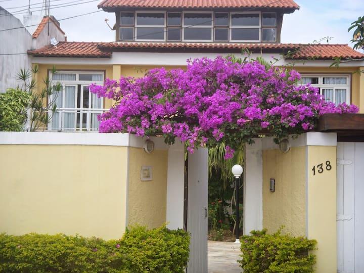 Conforto+Praia+Lazer: Piscina-Churrasqueira-WIFI