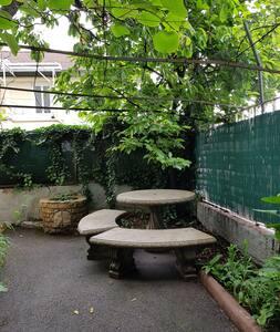 Quiet studio in private house in Grenoble