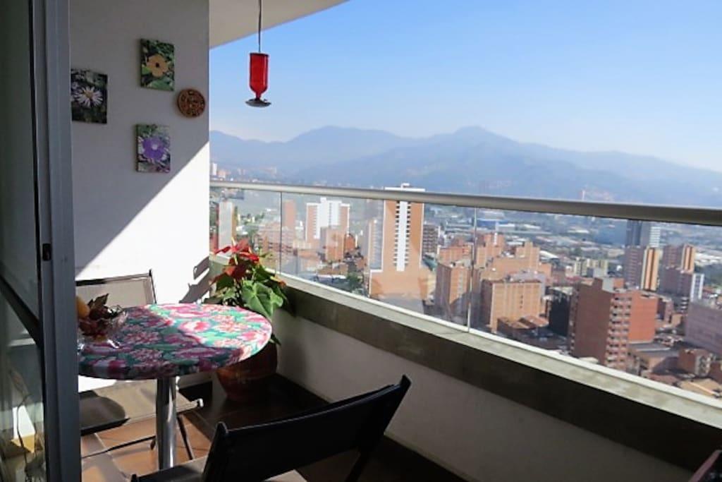 Balcón con una vista incomparable a la ciudad de Medellín