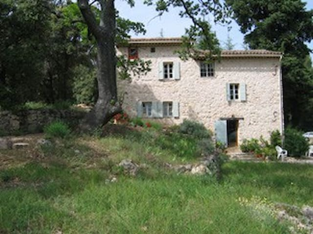 En pleine nature, le Mas de Péneyron. - Saint-Antonin-du-Var - Bed & Breakfast