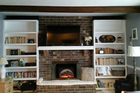 Private Brick Ranch Home - Brownsburg - Дом
