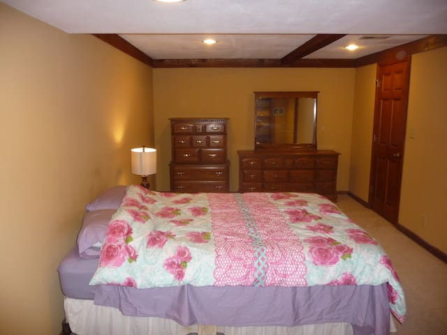 Large One BR Suite, Private Floor