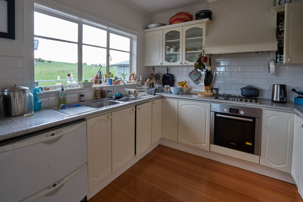 The kitchen is super practical and very well eqipped...and the views!