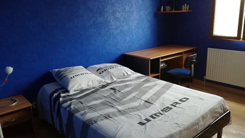 """Chambre 2P avec bureaux,""""hauteurs Vichy"""""""