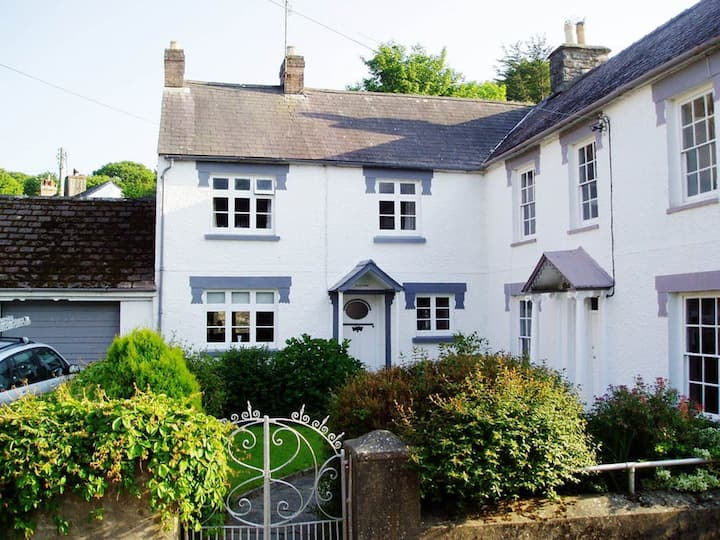 Cosy cottage in the heart of Newport, Pembs