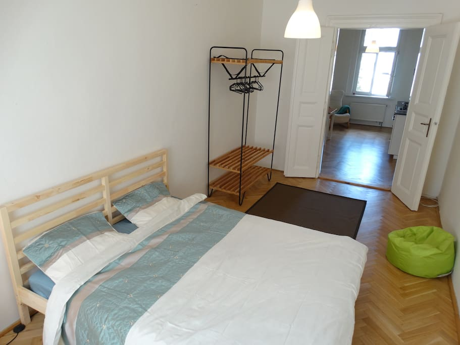 Bed size: 160 x 200 cm