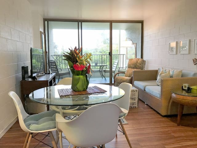 fully renovated beautiful upscale condo