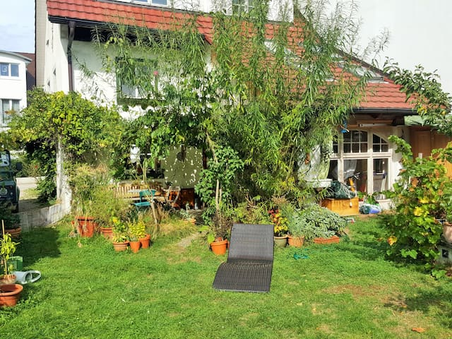 Cozy and warm room near to Freiburg - Kirchzarten - Pis