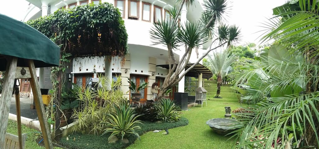 Tropical Villa Resort Dago Pakar - バンドン - 一軒家