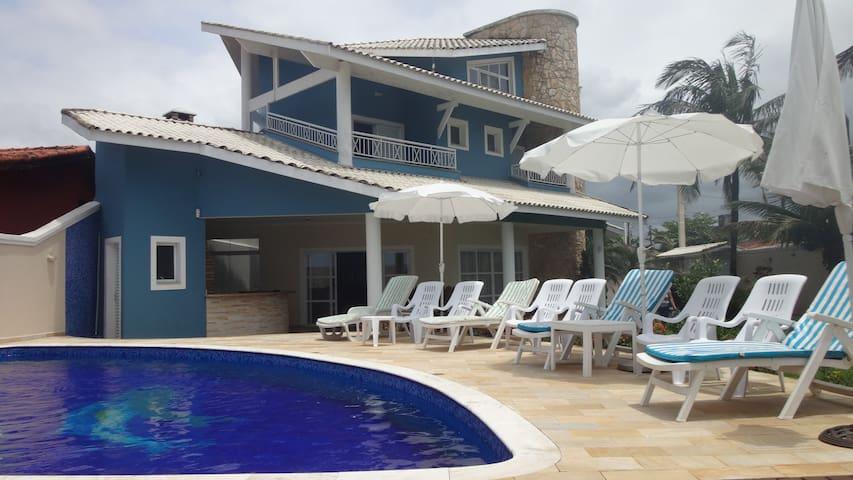 Casa alto padrão, frente à praia, piscina aquecida
