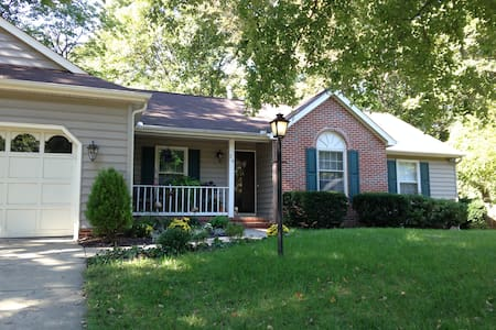 Quiet peaceful home 2.5 miles from downtown F'burg - Fredericksburg