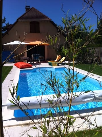 Maison moderne, calme avec piscine - Saint-Julien-les-Villas - Hus