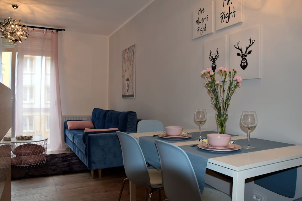 Salon i stół w jadalni