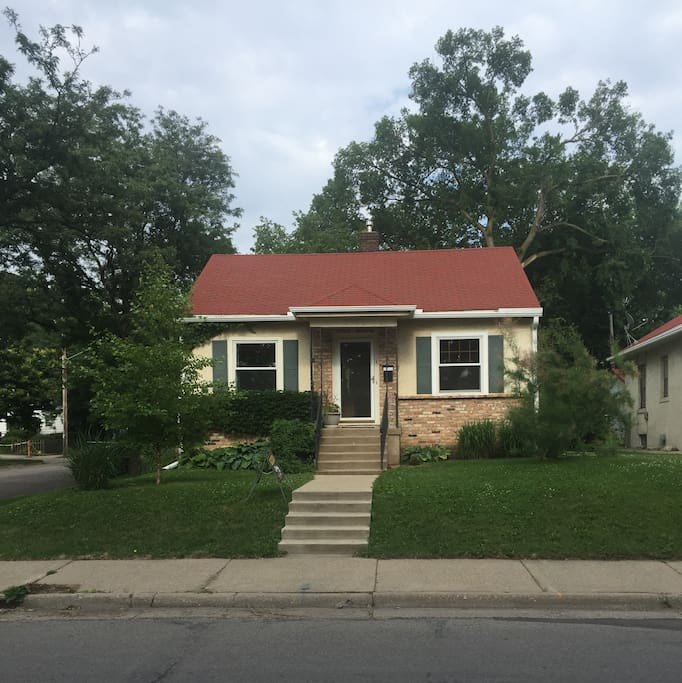 Cozy house to fit 7 people in the heart of Minneapolis! Bus stop right on the corner and light rail nearby